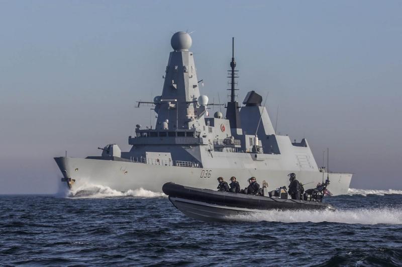 بحرية بريطانيا تضبط مخدرات بقيمة 4.3 مليون دولار بخليج عمان - المواطن