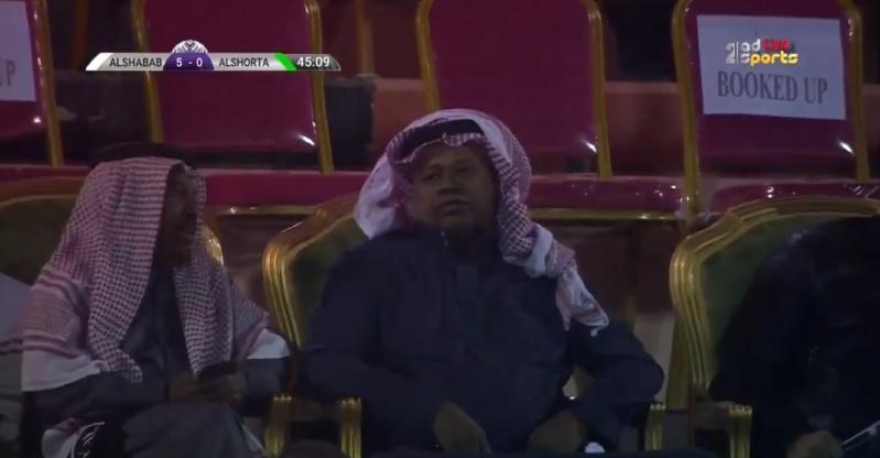 فيديو.. معلق مباراة الشباب والشرطة يتغنى بـ سعيد العويران
