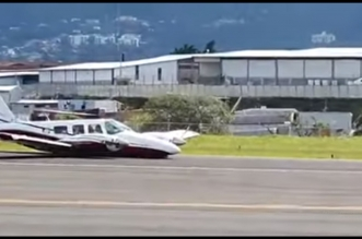 فيديو.. طائرة تهبط اضطراريًّا دون عجلات! - المواطن