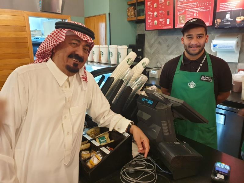قصة مثابرة الشاب فهد.. خريج إعلام ويعمل في أحد المقاهي