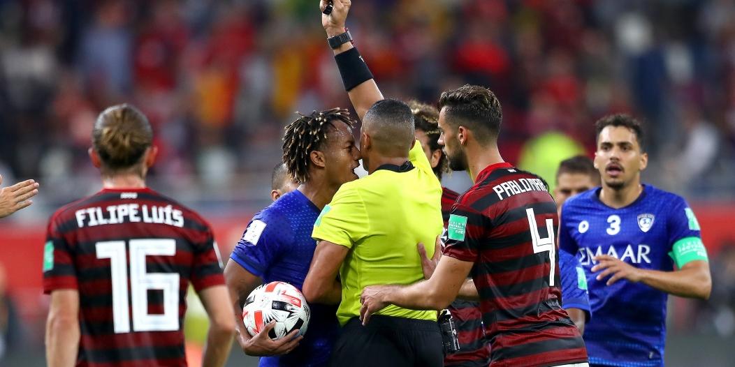 قانوني يُفسر سبب إيقاف كاريلو في مباراة الحزم