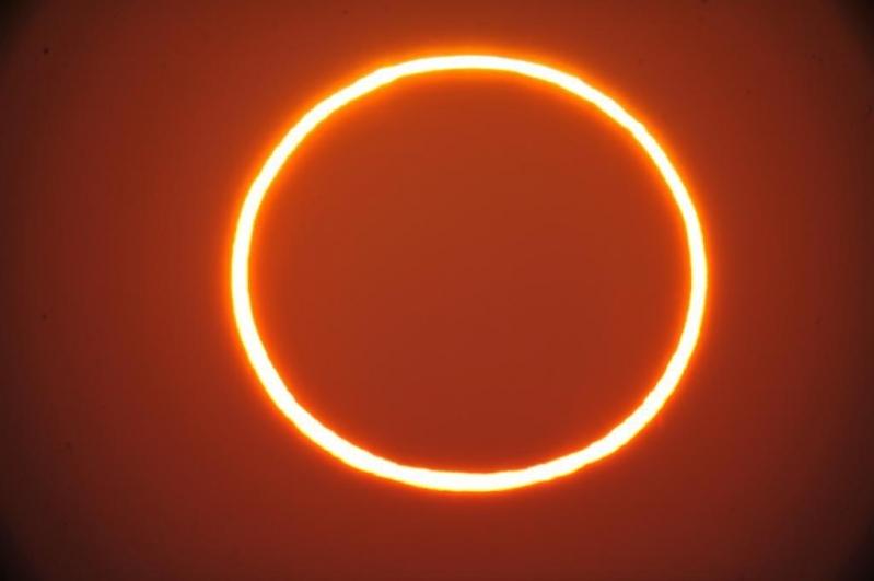 لقطات لـ كسوف الشمس من الهفوف