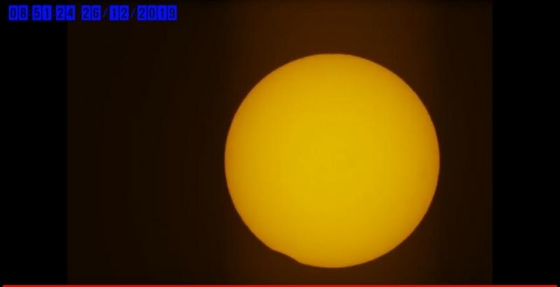 لقطات لـ كسوف الشمس اليوم - المواطن