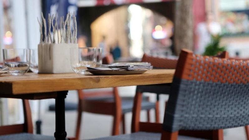 التايمز تصف إلغاء المدخلين المنفصلين للمطاعم : قرار تاريخي