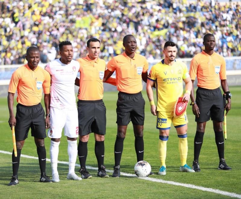 حكم مباراة ضمك ضد النصر في مرمى الانتقادات