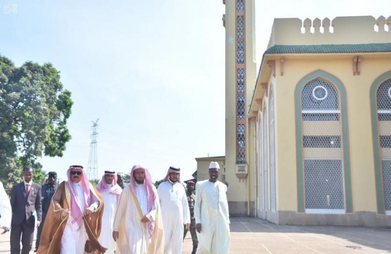 الشثري يزور جامع الملك فيصل في غينيا