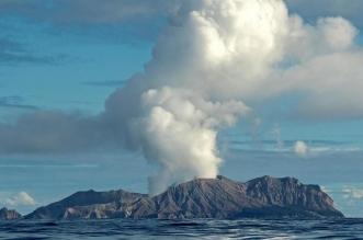 فيديو.. إصابة أشخاص في ثوران بركان بـ #نيوزلندا - المواطن