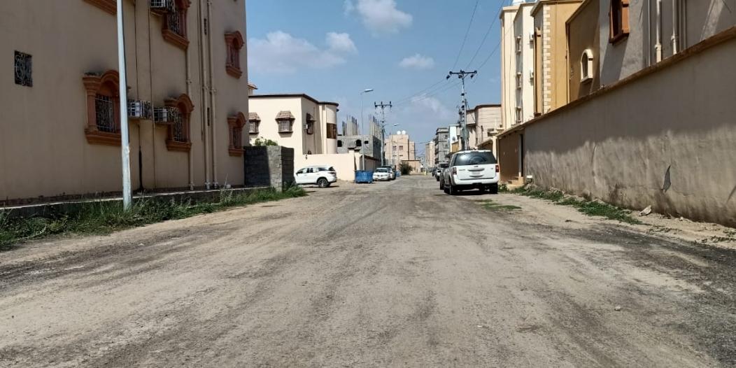 أهالي حي الصفا بأحد المسارحة: مركباتنا تلفت بسبب الشوارع!