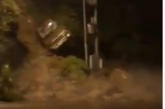 فيديو.. انهيار صخري يتسبب في سقوط سيارة بـ فيفا - المواطن