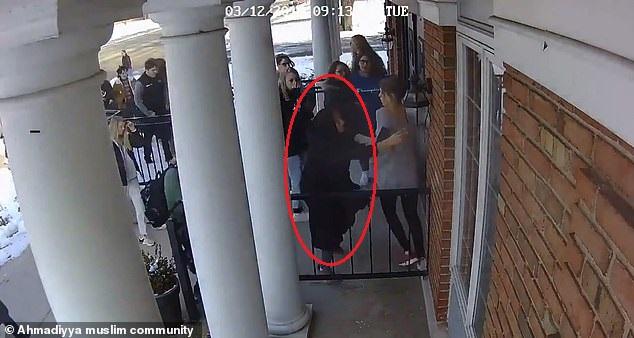 فيديو.. شجاعة مسلمة تنقذ عشرات الطلابالأمريكيين