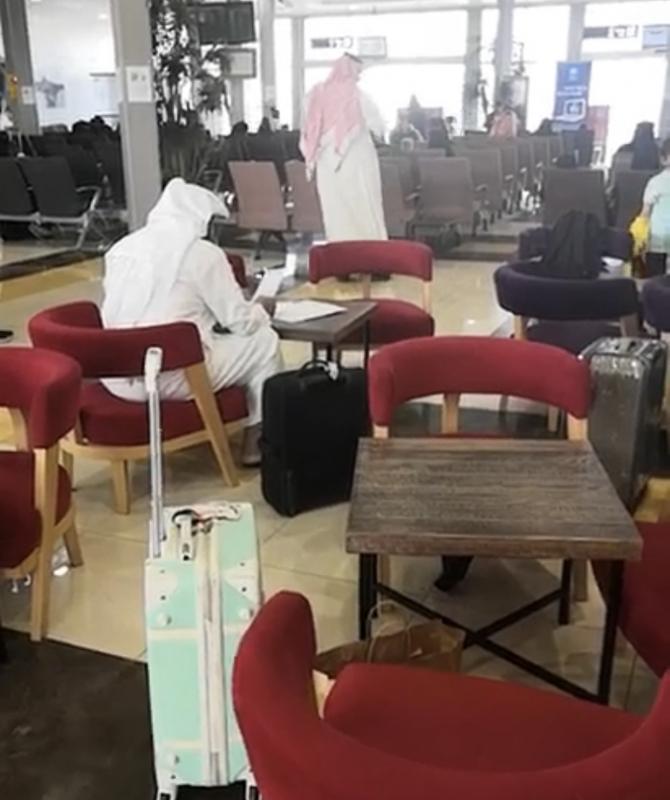 تأخير رحلة الباحة جدة 4 ساعات يزعج المسافرين
