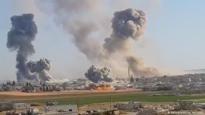 قتلى بغارات مجهولة استهدفت معسكرًا إيرانيًّا في سوريا