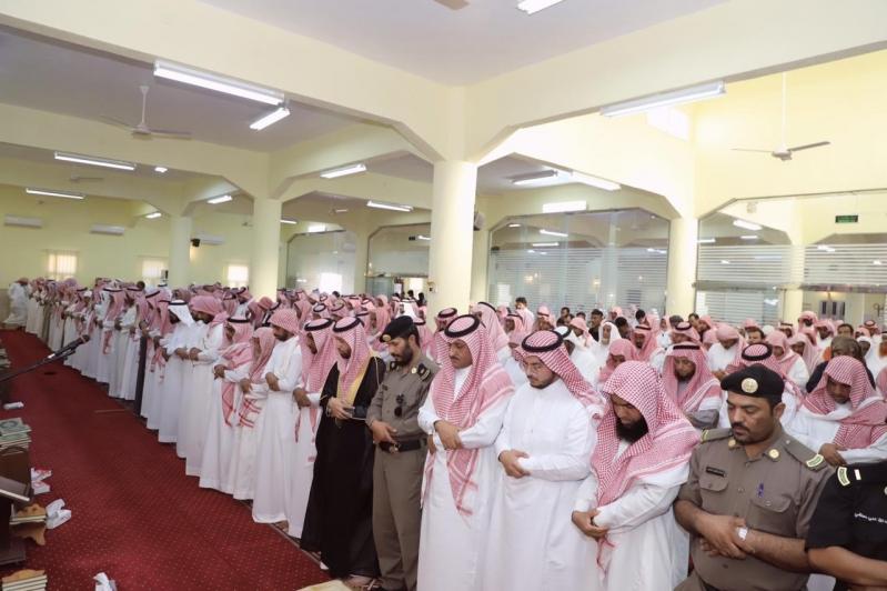صور.. جموع المصلين تشيع شهيد الواجب الثوعي بـ #محايل