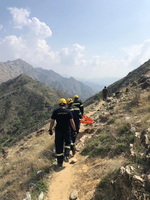 وفاة متسللين سقطا من منحدر جبلي في #فيفا