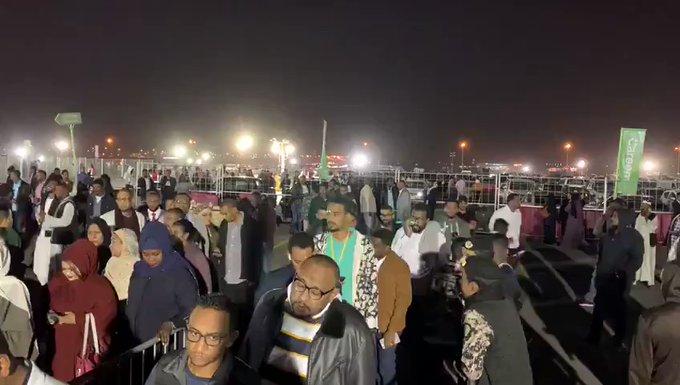 فيديو.. توافد الجماهير لحضور الليلة السودانية بموسم الرياض