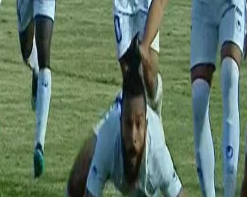 فيديو .. لاعب مصري يُقلد غوميز وهذا كان مصيره