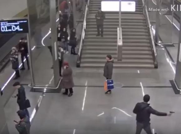 شاب يطلق النار مرتين في مترو موسكو