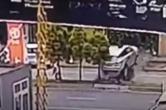 قاد سيارته للمرة الأولى فارتطم بشجرة - المواطن