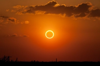 تحذير طبي من النظر لكسوف الشمس : يؤدي لـ تلف الشبكية والعمى الكلي - المواطن
