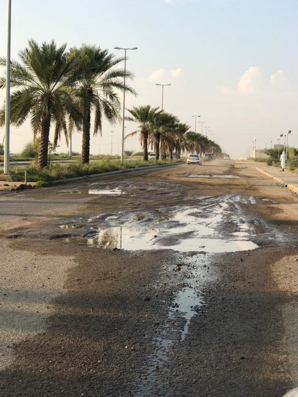 فيديو.. حفر عميقة تبتلع المركبات في إسكان الحصمة بجازان! - المواطن