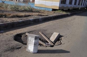 صور.. هبوط بالطبقة الإسفلتية يهدد مرتادي الطريق بـ #جازان - المواطن