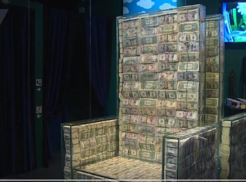 فيديو.. روسي يصمم كرسيًا من مليون دولار