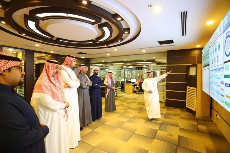 أمين #الرياض يتابع منظومة استقبال البلاغات عبر 7 منصات - المواطن