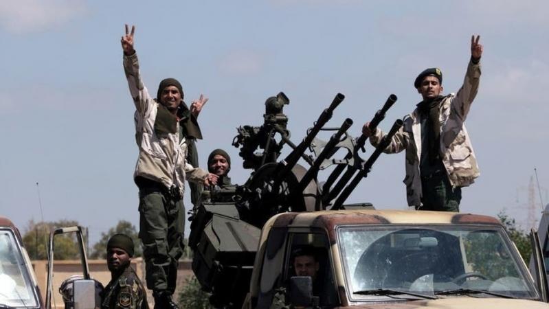 الجيش الليبي يتقدم بطريق مطار طرابلس