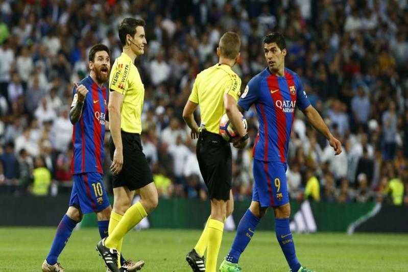 حكم مباراة كلاسيكو الليجا يُثير قلق #برشلونة