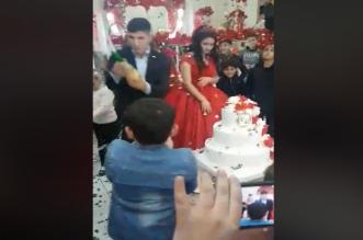 شاهد.. عريس متهور يصدم المعازيم ويفسد حفل زفافه - المواطن