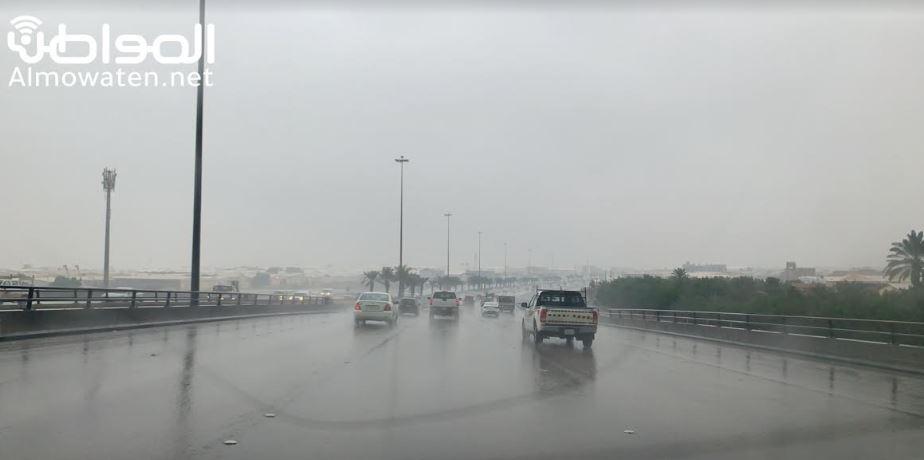 أمطار غزيرة وجريان للسيول بجازان.. والمدني يحذر