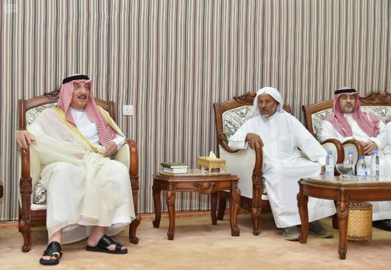 محمد بن ناصر يعزي في وفاة عمدة أحد المسارحة - المواطن