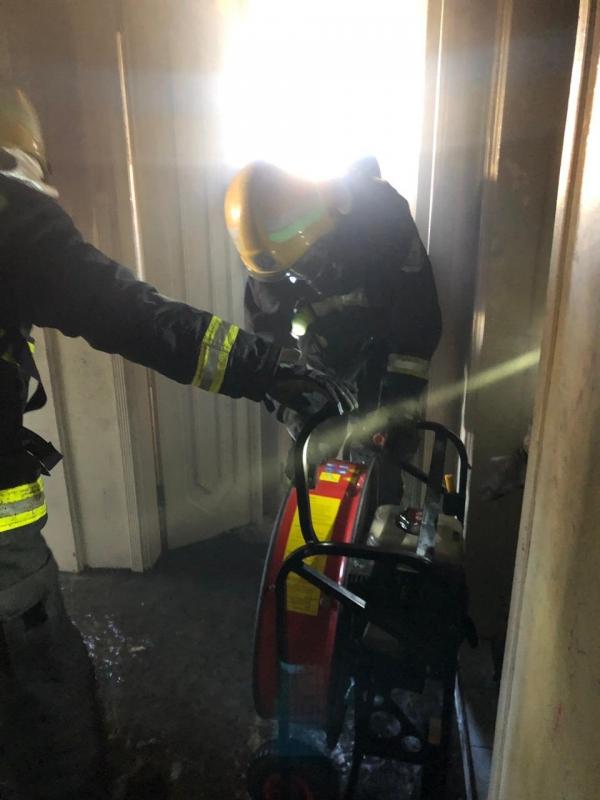 إنقاذ امرأة و4 أطفال من حريق شقة في ضباء