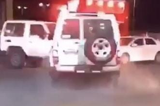 إيقاف قائد مركبة مخالف بالقوة الجبرية في القصيم - المواطن