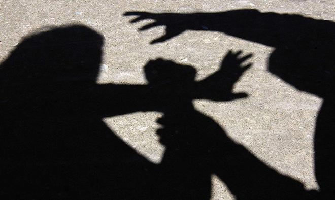 3 شقيقات أمريكيات يتعرضن لاعتداءات جنسية من إيرانيين