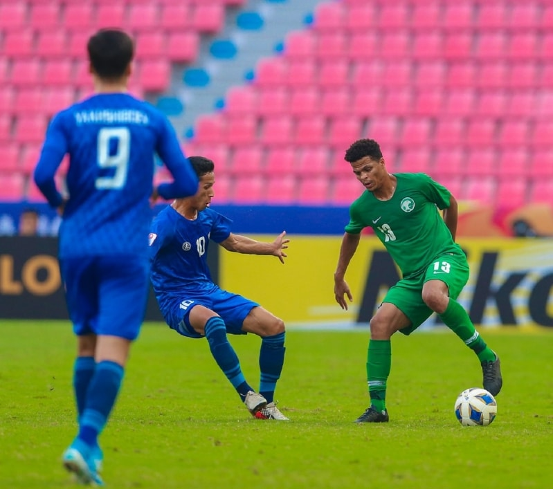 السعودية وأوزبكستان يتعادلان سلبيًا في الشوط الأول