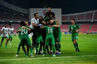 احتفالات لاعبي السعودية بعد الفوز على أوزبكستان