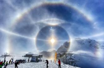 مصور يوثق الهالة 22 فوق جبال الألب السويسرية - المواطن