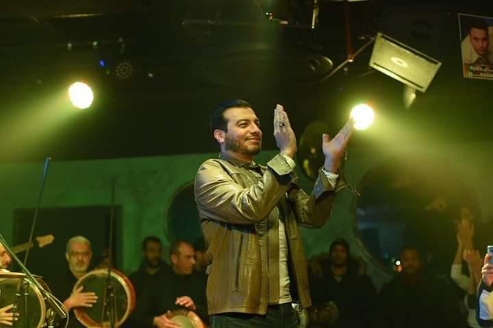 إيهاب توفيق يثير غضب الجمهور في أول ظهور بعد وفاة والده - المواطن
