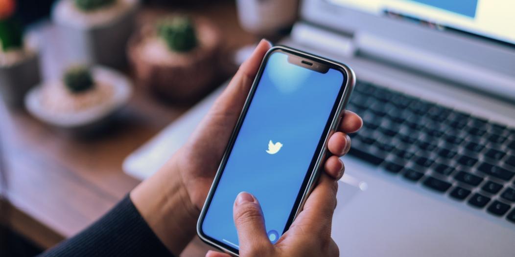 تويتر يوقف التغريد في الحسابات الموثقه لحين حل مشكلة الاختراق