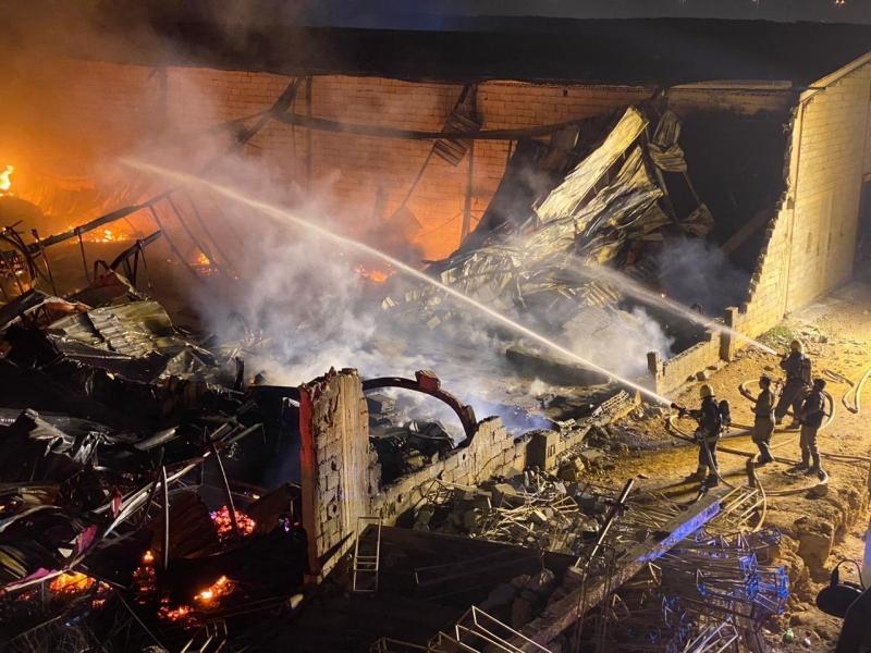 حريق في مستودع أثاث بجدة - المواطن