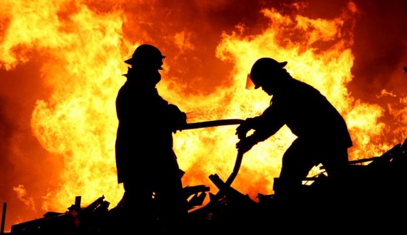 إخماد حريق