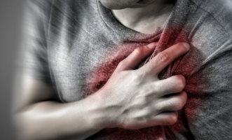 متى يجب الاتصال بالطبيب في حال التعرض للذبحة الصدرية؟ - المواطن