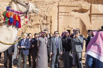 رئيس وزراء اليابان يستمتع بأجواء العلا برفقة بدر الفرحان