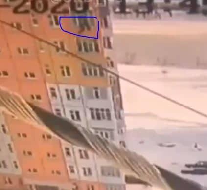 روسية تسقط من الطابق التاسع