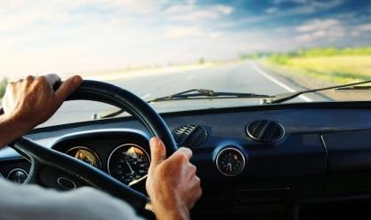 هل يمكن لمقيم عمل تفويض قيادة سيارته لمقيم آخر؟
