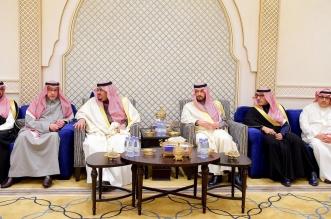 محمد بن عبدالرحمن يقدم العزاء في وفاة والدة وكيل إمارة الرياض 1