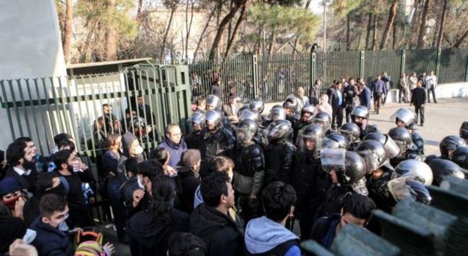إصابات بإطلاق نار على متظاهرين في إيران
