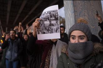 بالفيديو: مسلحون موالون للحكومة يطلقون النار على المتظاهرين في إيران - المواطن