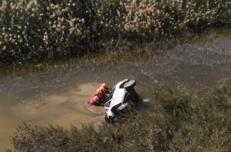 انتشال جثة قائد مركبة سقطت بمستنقع مائي بجدة
